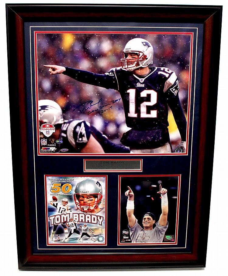 Tom Brady Signed Photo (FRAMED) LG2101