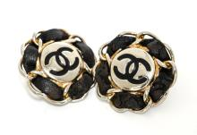 Vintage CHANEL Clip Earrings W471
