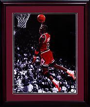 Michael Jordan Signed Photo(FRAMED) W1352