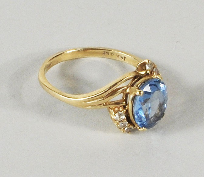 14K Gold Aquamarine & Diamond Ring