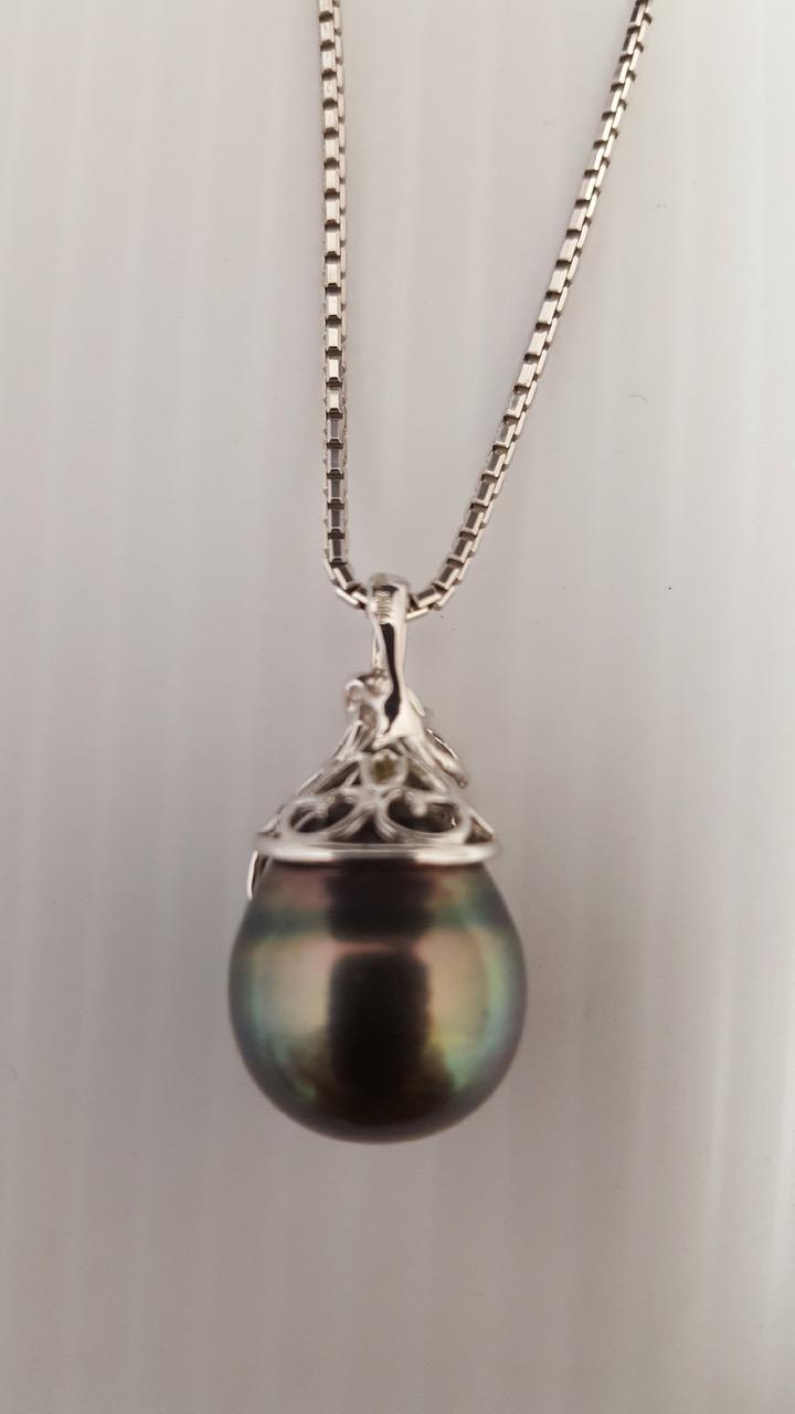 18k white gold diamond and large black pearl necklace. Black Bedroom Furniture Sets. Home Design Ideas