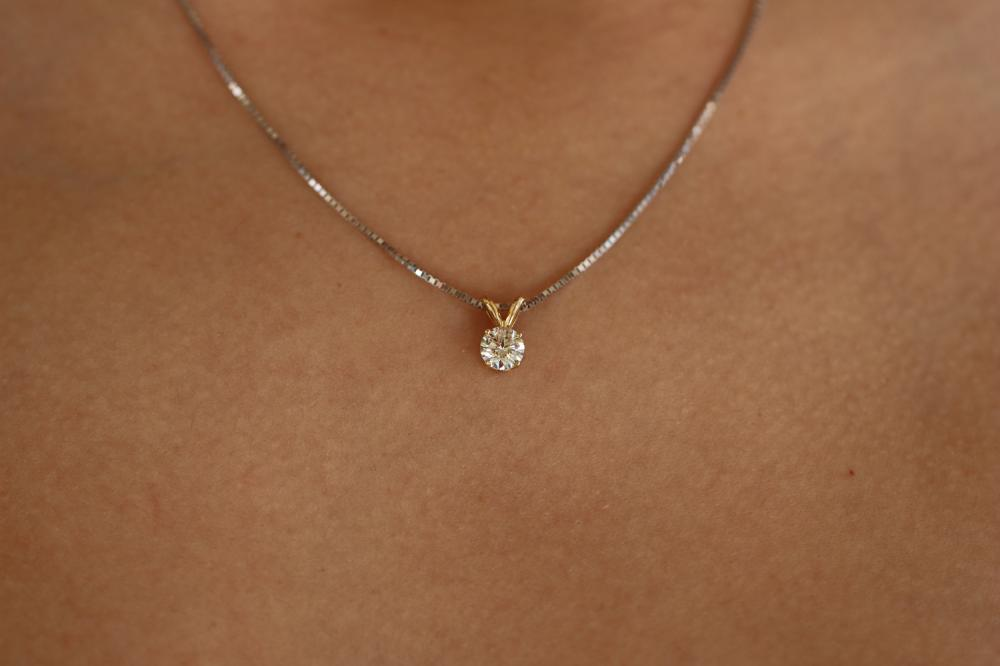 Natural 0.48 ctw Diamond VS2-J Solitaire Necklace 14K 2-Tone Gold - REF-70M6F