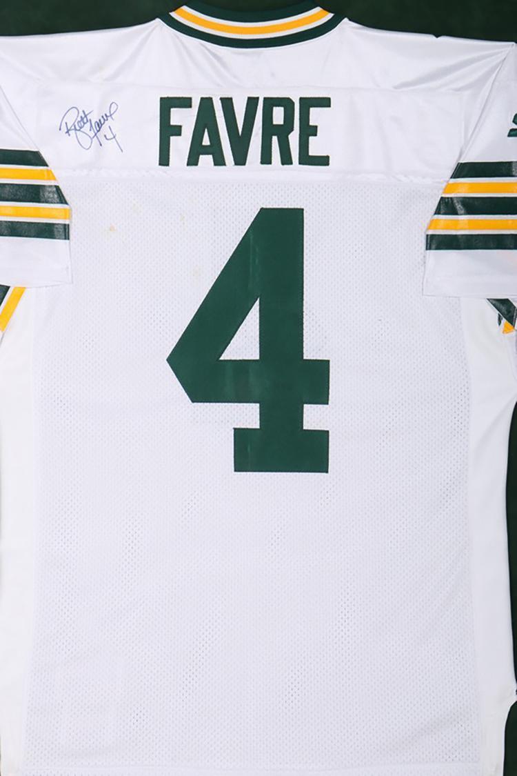 huge discount 468a1 da587 Autographed Brett Favre Green Bay Packers Jersey
