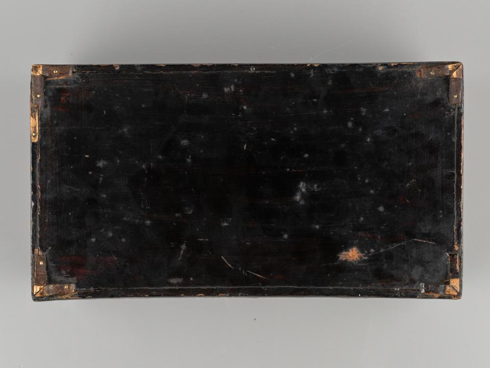AN INLAID LACQUER BOX, JOSEON DYNASTY