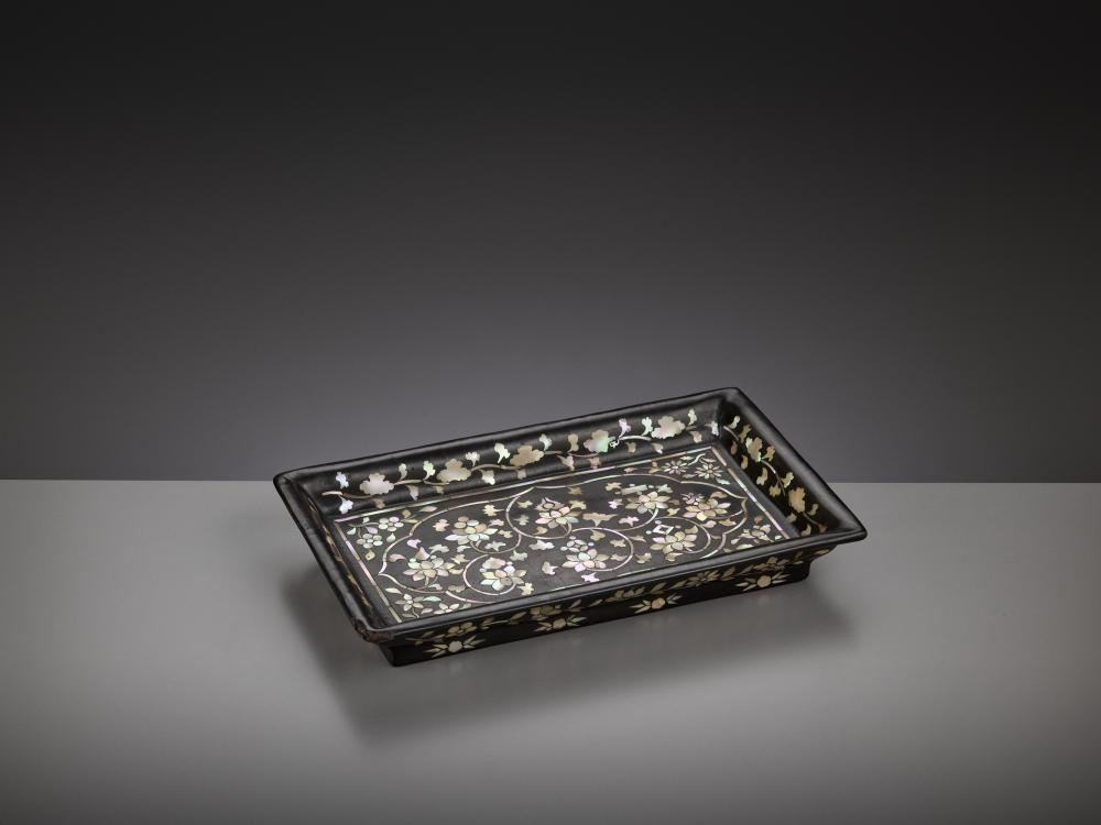 AN INLAID LACQUER TRAY, JOSEON DYNASTY