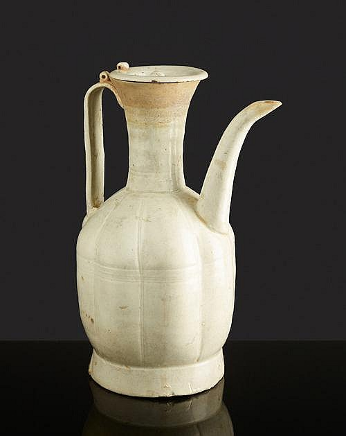 PITCHER WITH HANDLE AND LID