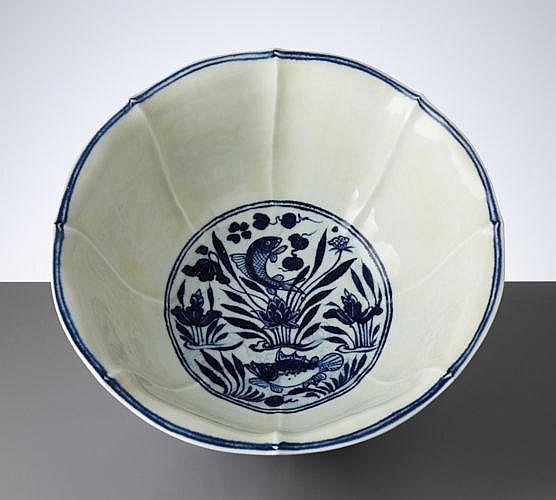 DEEP BOWL WITH FISHES AND LOTUS