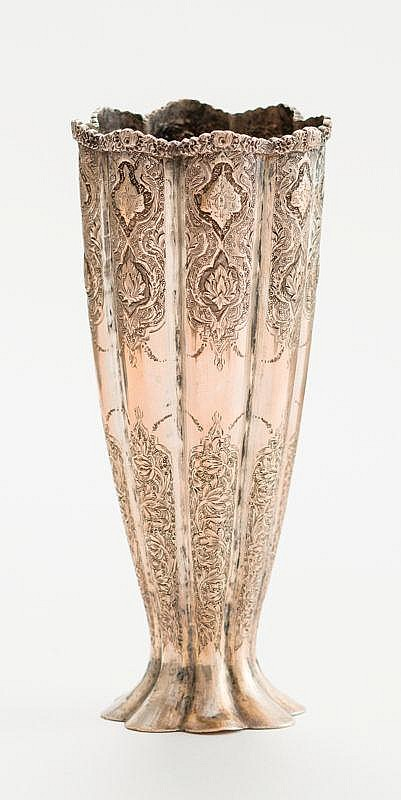 A GOBLET-SHAPED SILVER VASE