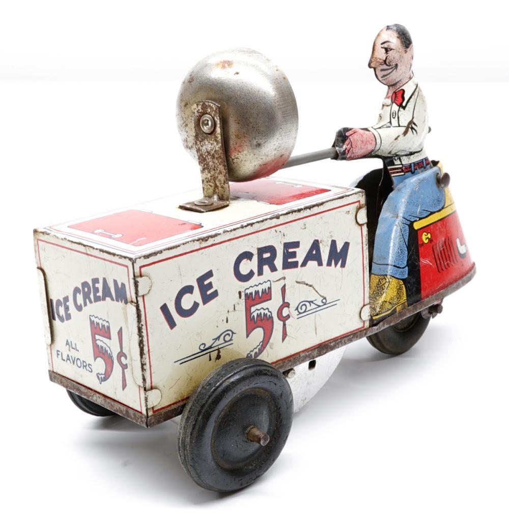 Courtland Walt Reach Ice Cream Windup Toy
