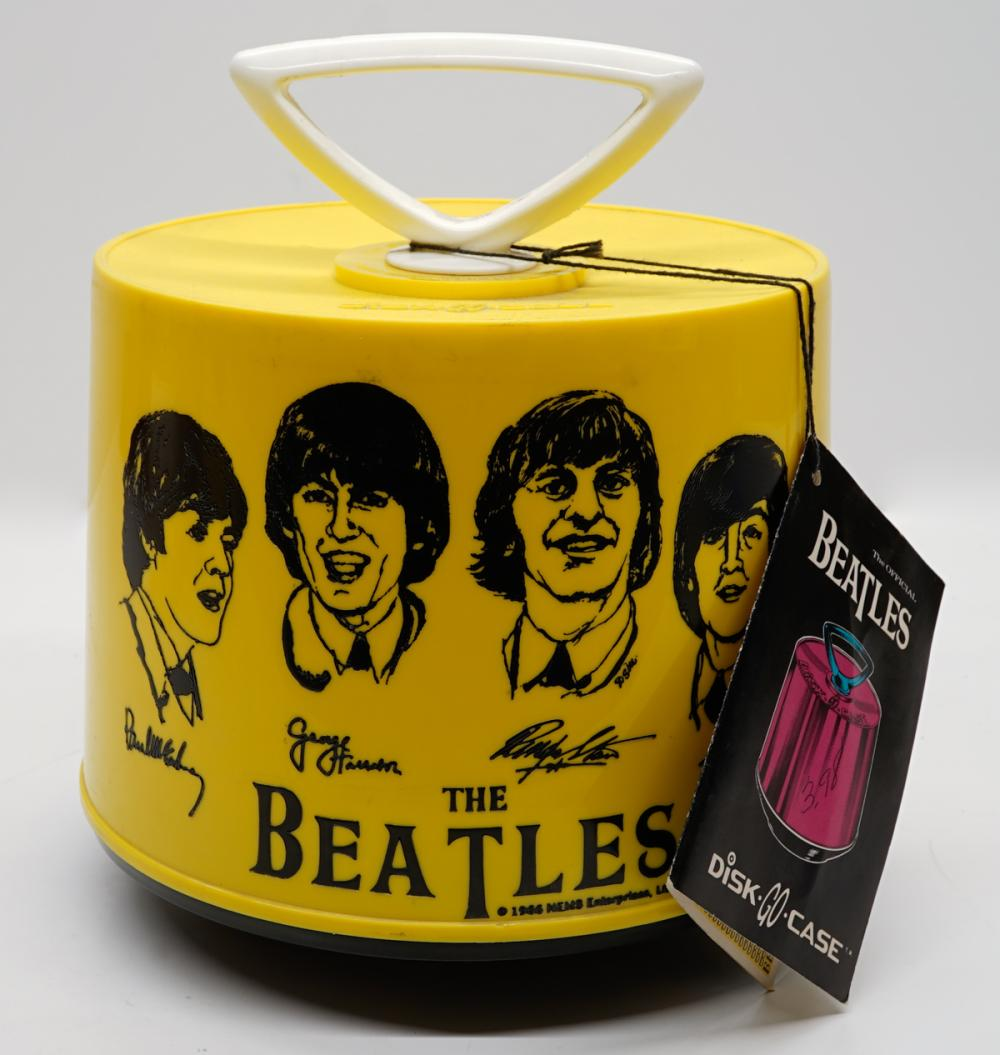The Beatles Disk-Go-Case with 12 - 45's