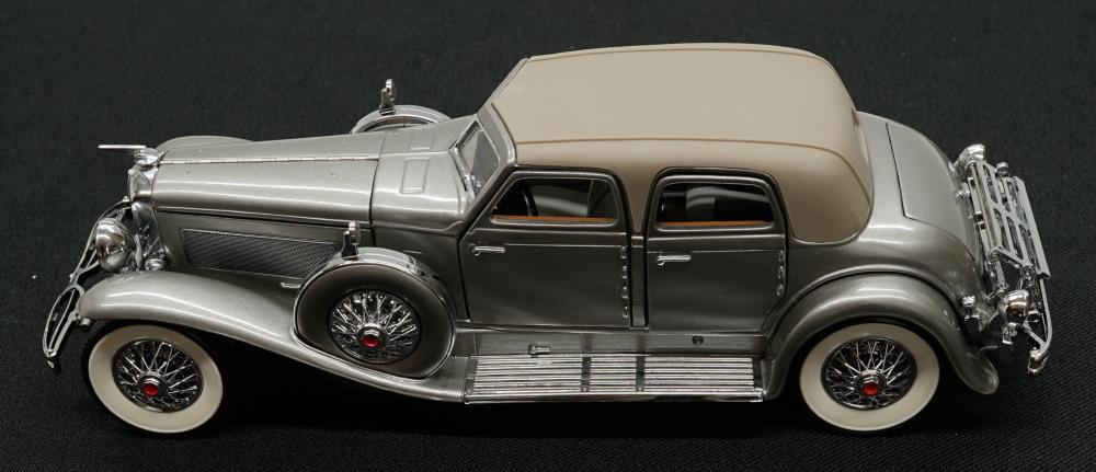 Lot 224: 1933 Duesenberg Twenty Grand Scale Model Car