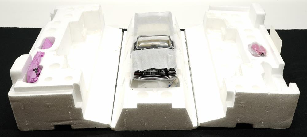 Lot 233: 1957 Chrysler 300C Convertible MIB