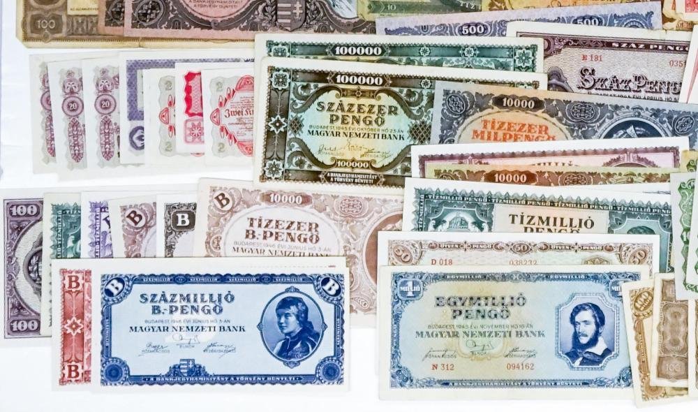 Lot 453: [Hungary] Group of Currency (94)